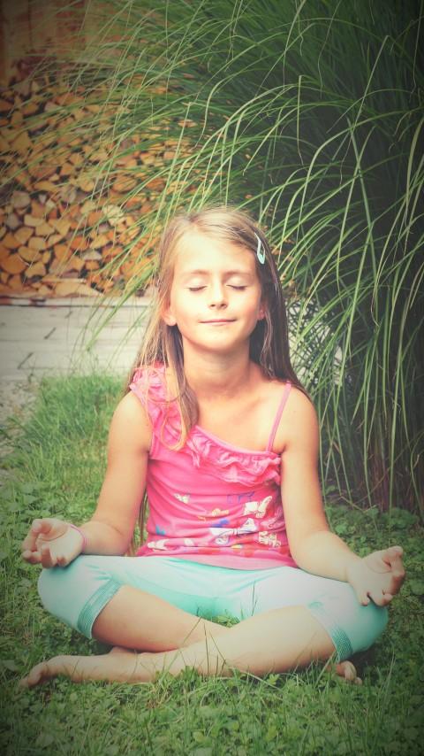 Chiara beim Meditieren