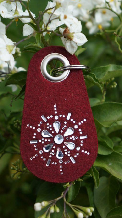 Schlüsselanhänger Filz in Weinrot mit Swarovski Kristallen