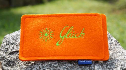 Handyhülle Filz orange mit Kristall und Wort Glück gestickt in Lime