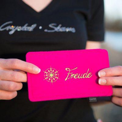 Handyhülle Filz Pink mit Kristall und Wort Freude in lime, gestickt