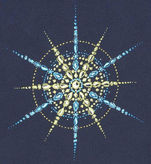 Kristall Erfolg in Blau- und Gelbtönen Druck auf blauem Damen T-Shirt Großaufnahme