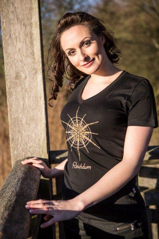Damen T-Shirt schwarz mit V-Ausschnitt mit Kristall Reichtum gestickt in Gold