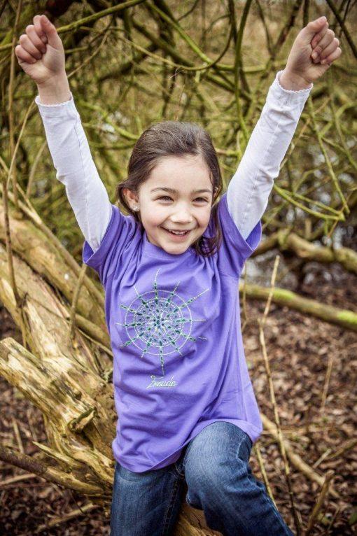 Kinder T-Shirt mit Kristall Freude gestickt in lila