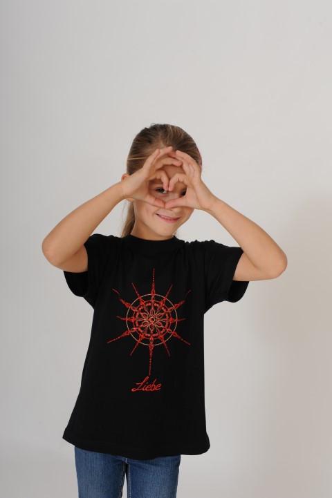 Chiara mit dem T-Shirt Liebe